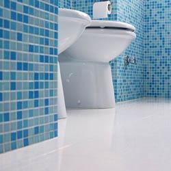 Почистване на плочки в банята