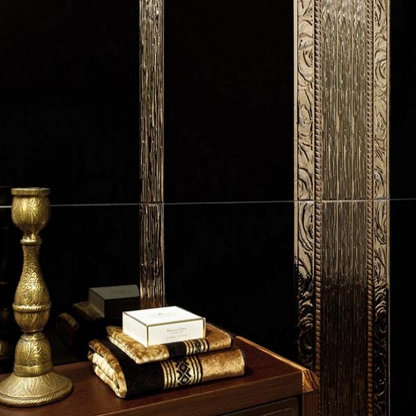Плочки за баня/ Колекция Karlovy Gold / Black от ALCALATEN/ Баня в златист и черен цвят