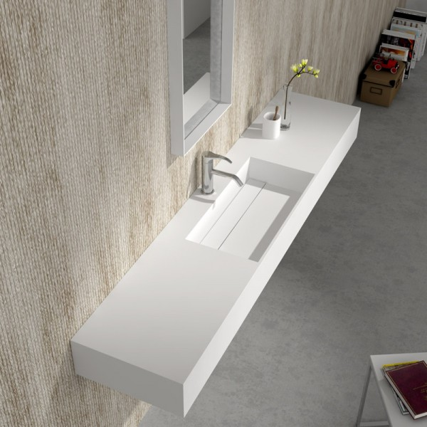 Красив умивалник за баня от камък