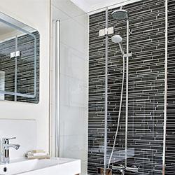 Плочките в малката баня