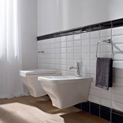 Стенна тоалетна чиния в уникален дизайн