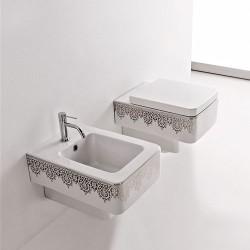 Окачена тоалетна чиния декор платинена дантела