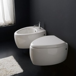 Окачена тоалетна чиния в овален дизайн