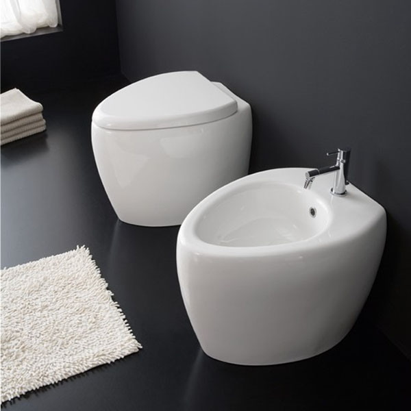 Овална стояща тоалетна чиния