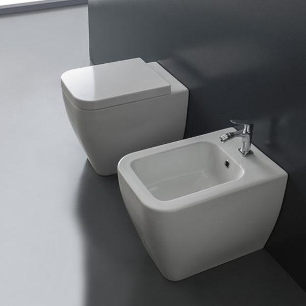 Италианска тоалетна чиния - стояща