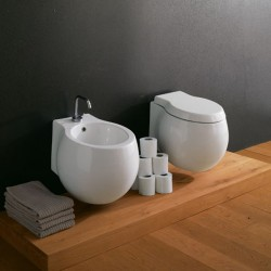 Окачена тоалетна чиния в овална форма