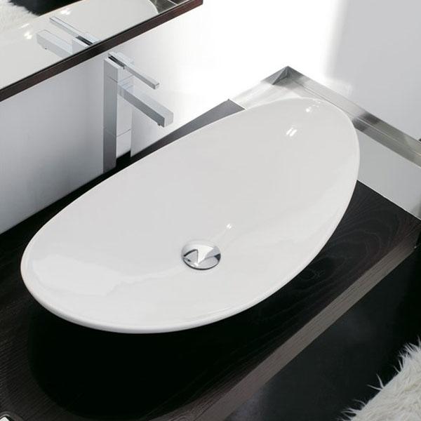 Красива мивка за баня за стенен монтаж