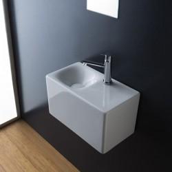 Масивна мивка за баня - модел за стенен монтаж