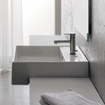 Компактна мивка за баня в квадратна форма