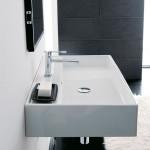 Умивалник за баня с плот до смесителя