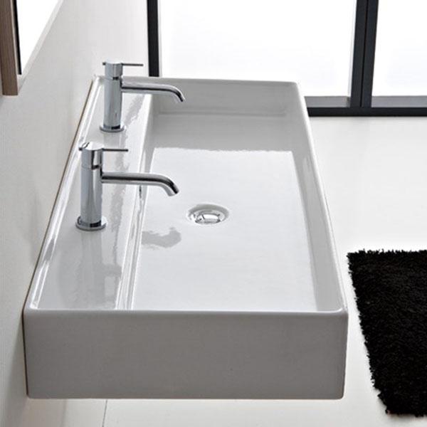Умивалник за баня модел с два смесителни отвора