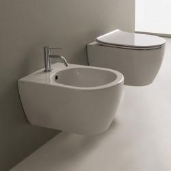 Голяма тоалетна чиния за стенно окачване