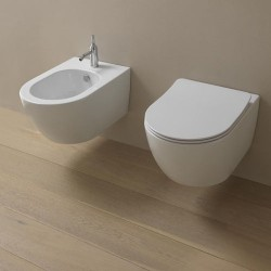 Окачена тоалетна чиния в елегантна обемна форма