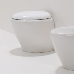 Стояща тоалетна чиния в уникален футуристичен дизайн